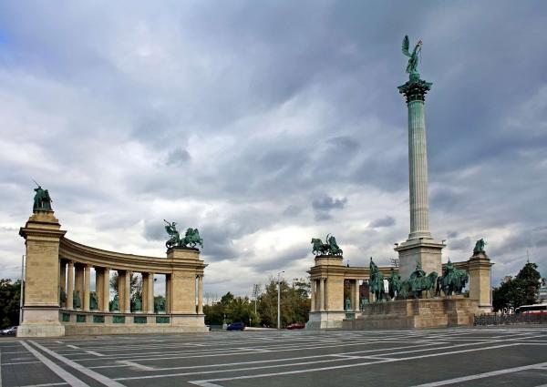 Πλατεία ηρώων (hősök tere) και μνημείο της
