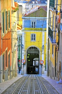Λισαβόνα Ιστορία Colorful funicular Bica in Lisbon