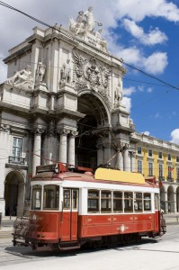 Λιασβόνα Τραμ Old touristic tramway at the Comercio Square in Lisbon-1400