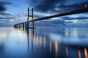 Λισαβόνα Οδηγός The Vasco da Gama Bridge crosses the Tagus River, and is one of the longest bridges in the world